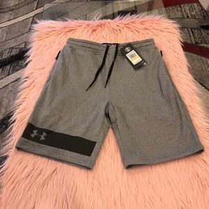 UNDER ARMOUR shorts size M NWT